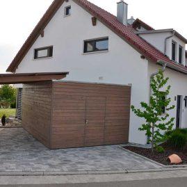 Mehrfamilienhaus mit Carport