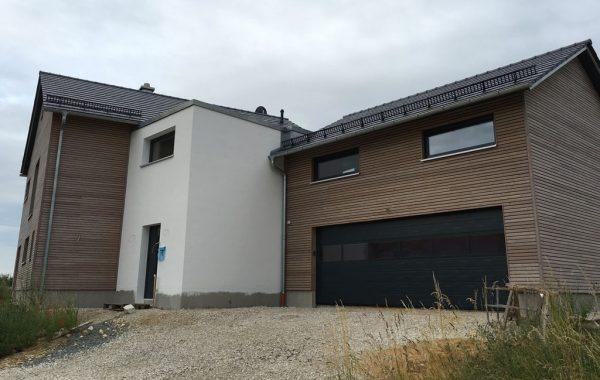 Einfamilienhaus mit Einliegerwohnung und Doppelgarage