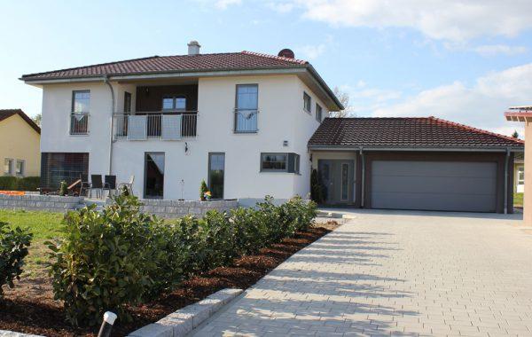 Einfamilienhaus mit Doppel-Garage
